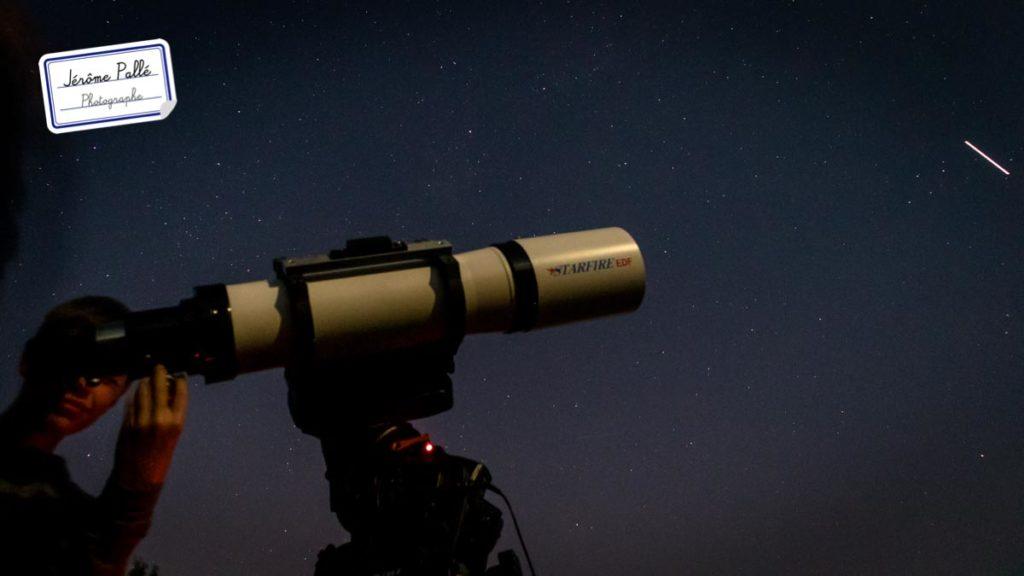 Les lumières des satellites de la Terre peuvent parfois être confondu avec des étoiles filantes. Attention !