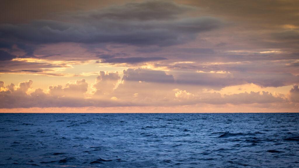 Utilisation de la règle des tiers : Photo de paysage avec l'horizon placé sur la ligne des tiers inférieure pour équilibrer l'image.